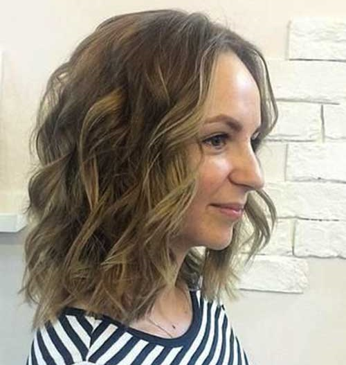 Chic Hairstyles for Short and Wavy Hair-11