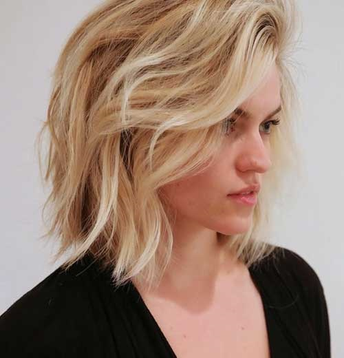 Layered Hairstyles for Short and Wavy Hair-9
