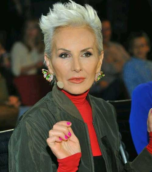 Short Platinum Haircuts for Ladies Over 60-10