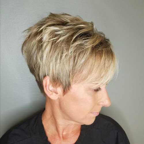 Short Stacked Hairstyles for Over 50-11