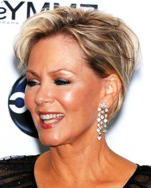 Short Thin Haircuts for Women Over 50-11