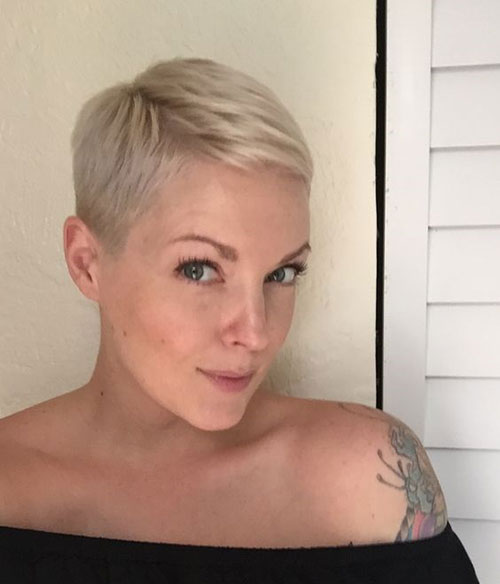 Platinum Blonde Pixie Cut Styles-12