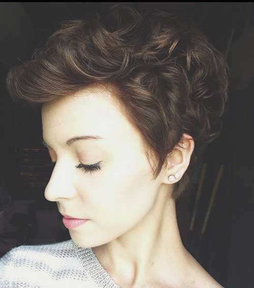 Modern Short Curly Hairstyles for Women-13