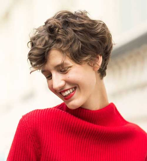 Cute Short Curly Hairstyles for Women-16