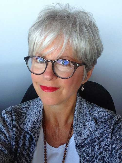 Cute Pixie Bangs Haircuts for Ladies Over 60-17