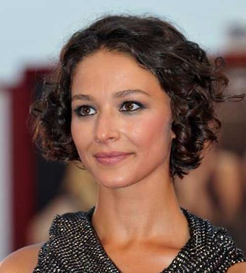 Short Thin Curly Hairstyles for Women-24
