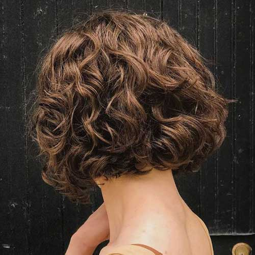 Stylish Short Curly Hairstyles for Women-25