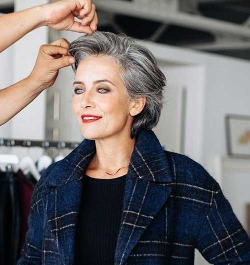 Modern Short Haircuts for Women Over 50-7