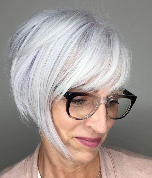 Short Haircuts with Bangs for Ladies Over 60-9