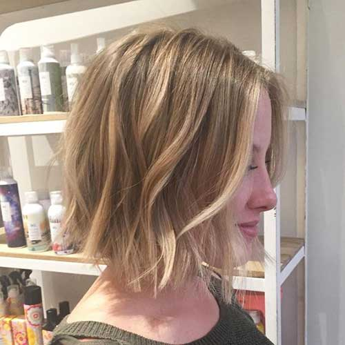 Short Haircuts for Wavy Hair and Blonde Lights