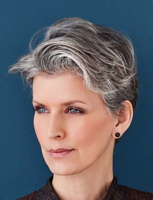 Wavy Pixie Cuts for Older Women-16