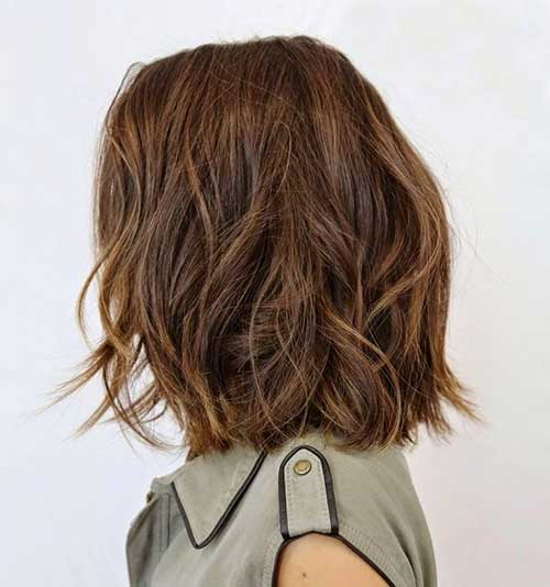 Messy Waves Medium Short Haircuts for Women-20