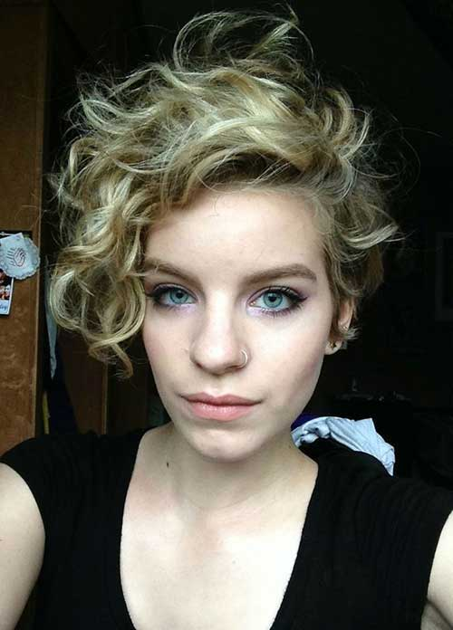 Short Hairstyles for Fine Curly Hair-17