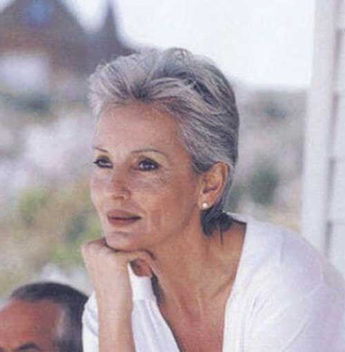 2019 Short Hairstyles for Women Over 50-11