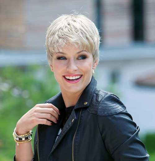2019 Short Hairstyles for Women Over 50-17