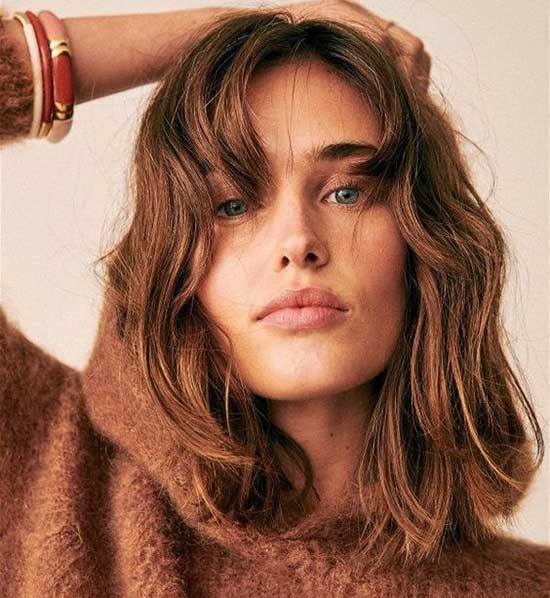 Medium Short Haircuts for Wavy Hair-10