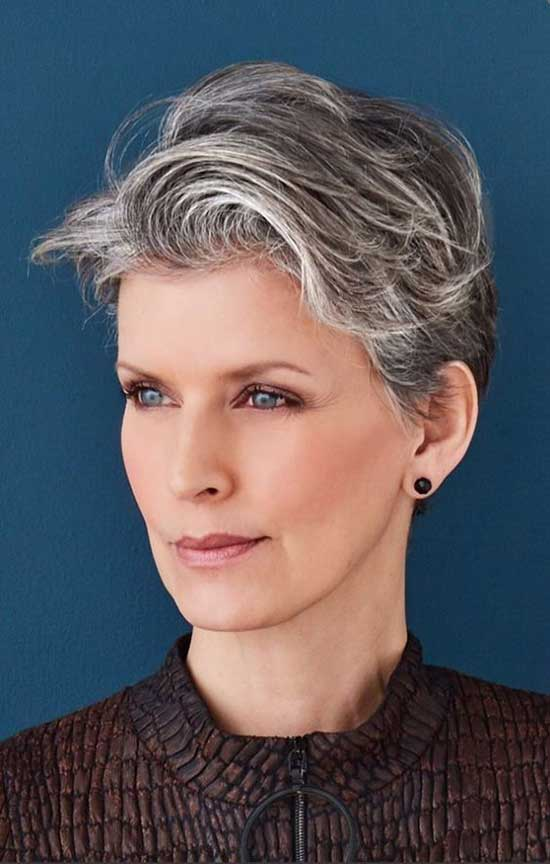 Short Grey Haircuts for Women Over 60-12
