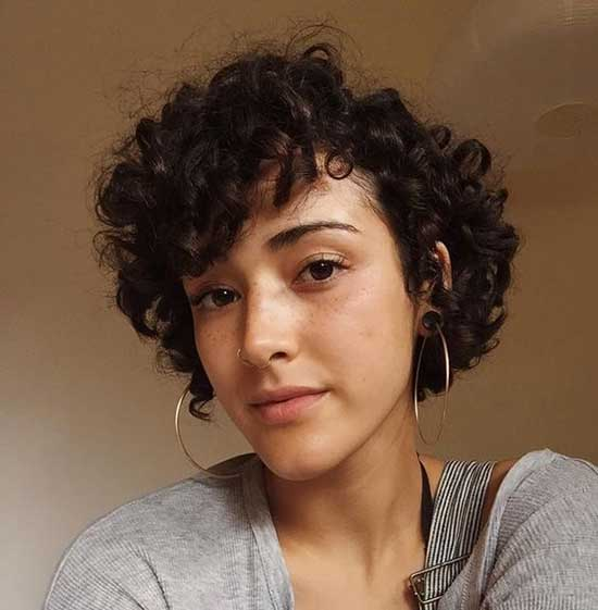 Side Parted Short Haircuts for Frizzy Hair-14