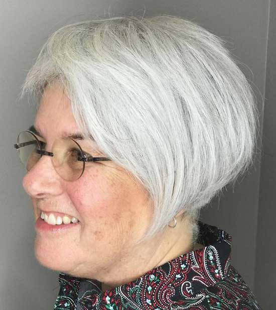 Short Haircuts for Women Over 60-24