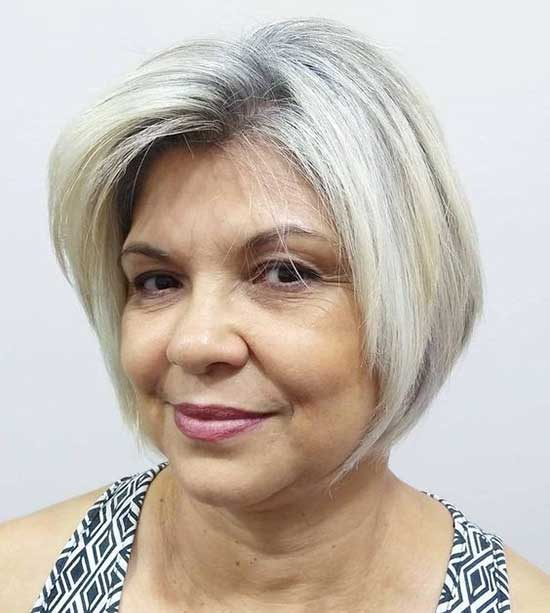 Short Haircuts for Women Over 60-26