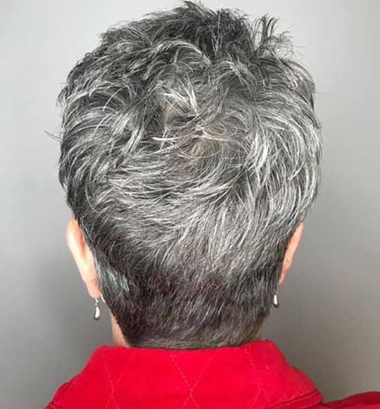 Short Pixie Haircuts for Women Over 60-9