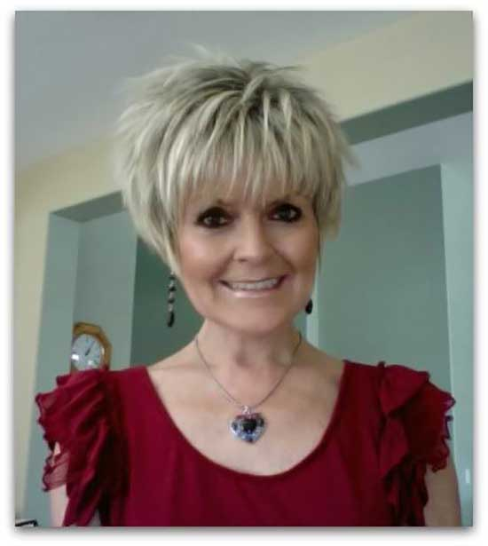 Short Mushroom Pixie Haircut Styles for Women Over 50-18