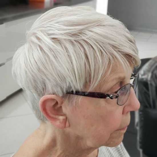 Short Fine Haircut Styles for Women Over 50-6