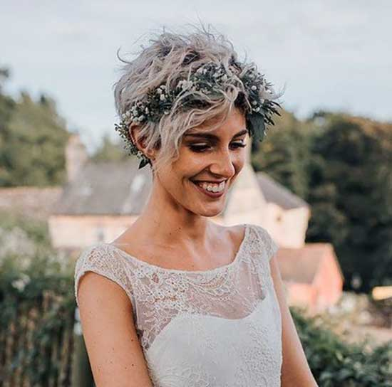 Wavy Pixie Bridal Hairstyles for Short Hair-13