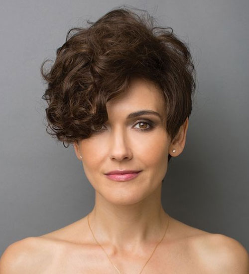 Modern Pixie Haircuts for Curly Hair-12