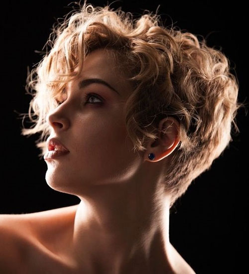 Blonde Pixie Haircuts for Curly Hair-15