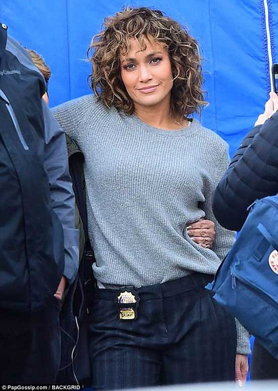 Jennifer Lopez Bob Hairstyles for Curly Hair-14
