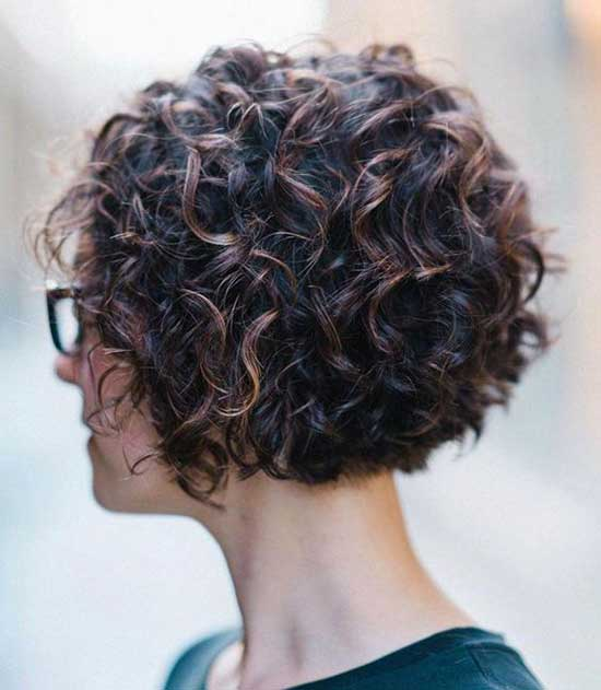 Bob Hairstyles for Curly Hair Round Faces-20