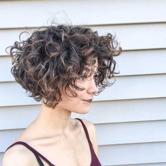 Trending Bob Hairstyles for Curly Hair-7