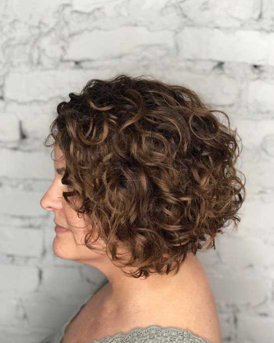 Graduated Bob Hairstyles for Curly Hair-8